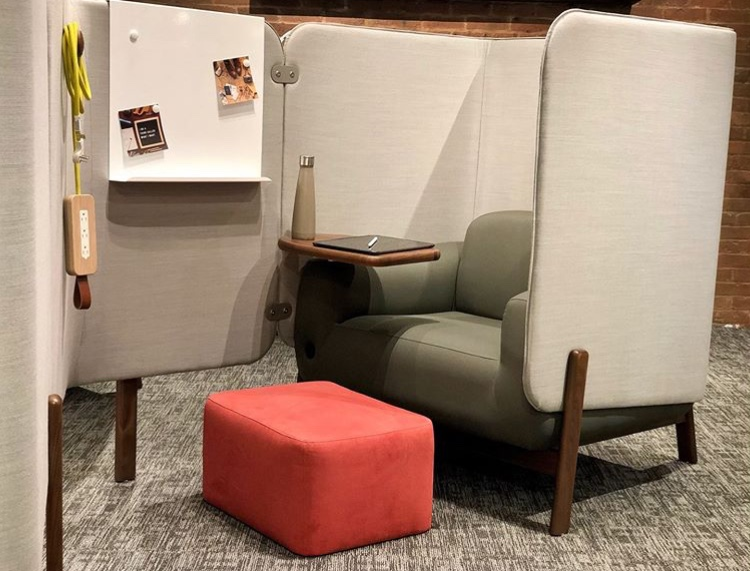 Workplace seating design to increase privacy and acoustical qualities for informal meeting spaces. This product was displayed at NeoCon 2019 by JSI.